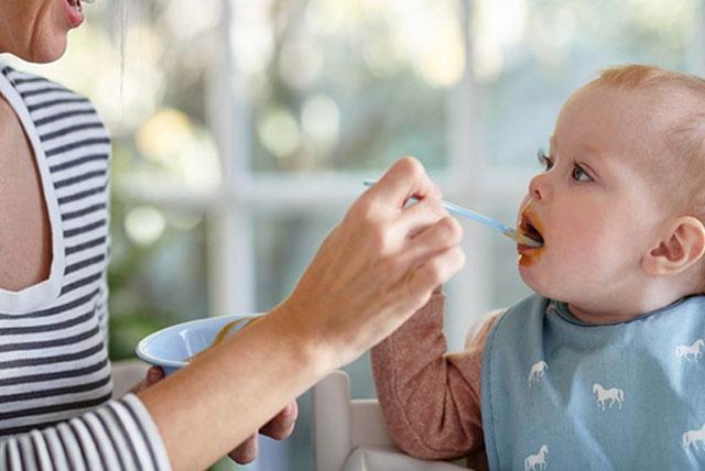 hranjenje bebe kašikom